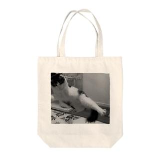 にゃんキック Tote bags