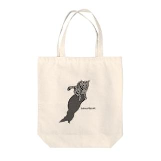 浜辺の猫 Tote bags