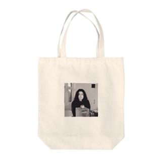 ヨーコ・オノ Tote bags