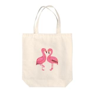 ハートのフラミンゴ Tote bags