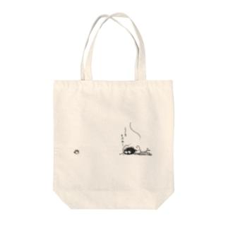 みのむしぃ Tote bags