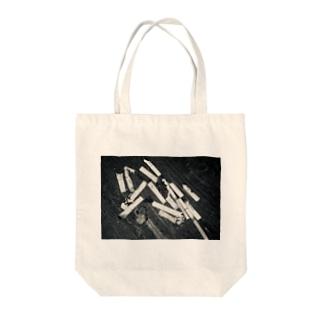 ヤニ Tote bags