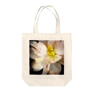 桜咲く Tote bags