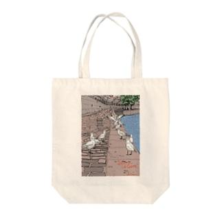セーヌ川と鳥の群れ Tote bags