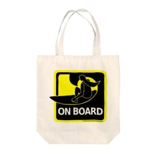 サーフボードに乗ってます Tote bags
