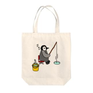 フィッシングペンギン Tote bags