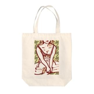 征服王 Tote bags