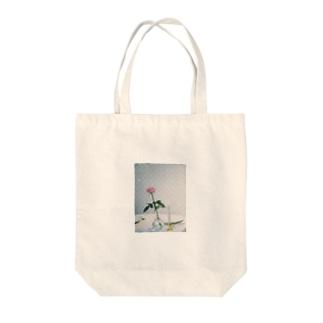 花T Tote bags