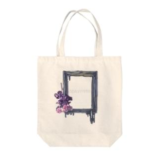 バラと額縁 Tote bags