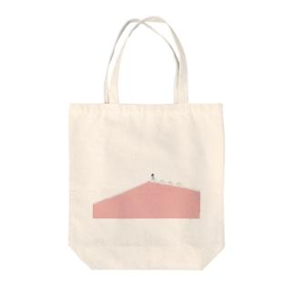 夏のピンクプール Tote bags