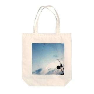 今日の空は 明日の空へ Tote bags