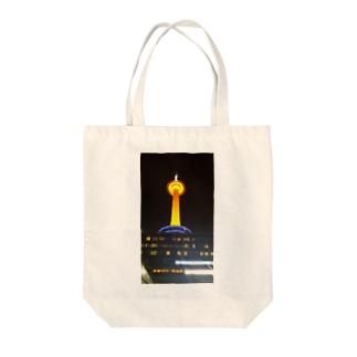 京都タワー Tote bags