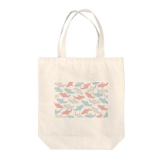 カラフルサメ Tote bags
