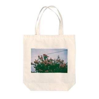 道ばたに咲く花 Tote bags