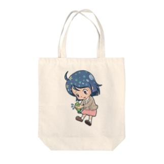 カエルと少女(ちびキャラ) Tote bags
