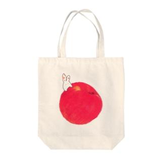 加子のりんごにうさぎ Tote bags