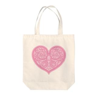 ゴージャスなアクセサリーのようなピンクのハートマーク Tote bags