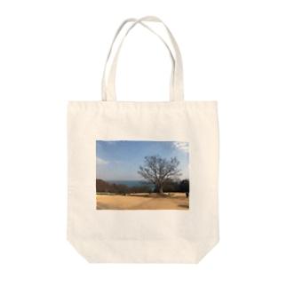 丘の上からおはようさん Tote bags