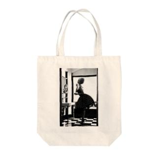 60s girl Tote bags