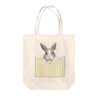 ポケットのうさぎ(りぼんストライプ) Tote bags
