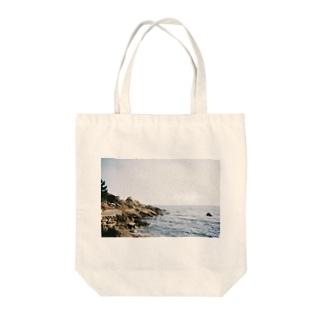 岩と海 Tote bags