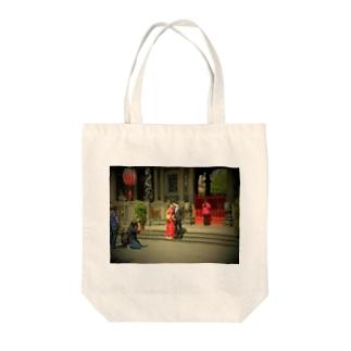 Tadakuni TaniのSweet Wedding Day Tote bags