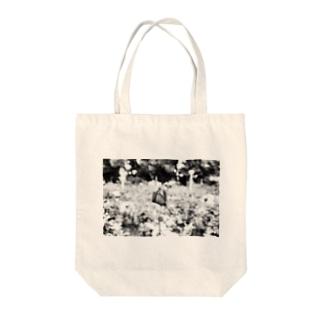 夜の中 Tote bags