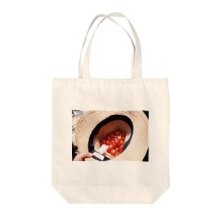 さくらんぼ狩り Tote bags