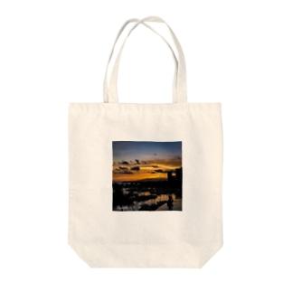Waikiki Sunset Tote bags