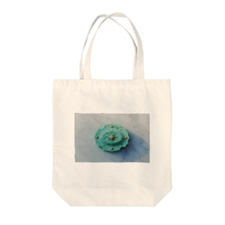 fractal green Tote bags