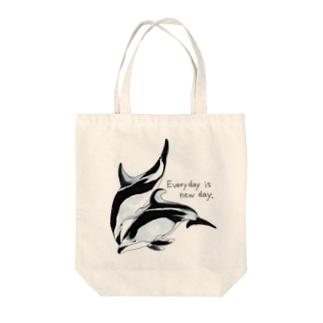 ハラジロカマイルカとカマイルカ「Everyday is new day」2 Tote bags