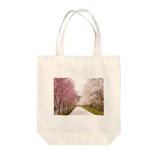 咲き誇ってるね~ Tote bags