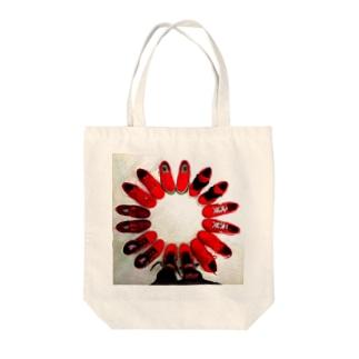 アカイクツ Tote bags