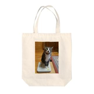 ネコの体重測定 Tote bags
