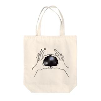 手の中は宇宙 Tote bags