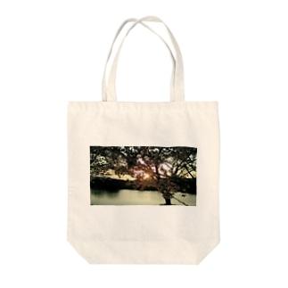 夕陽と桜 Tote bags