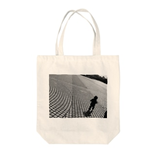 Walk on the earth Tote bags