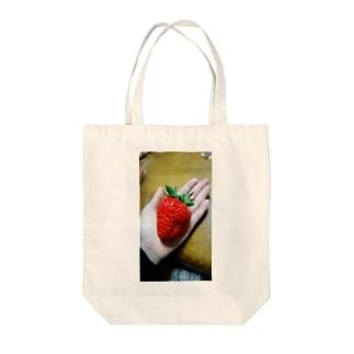スーパーいちご Tote bags