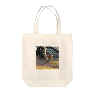 歩道橋の下のワンコロ Tote bags