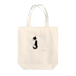黒白猫みみかき Tote bags