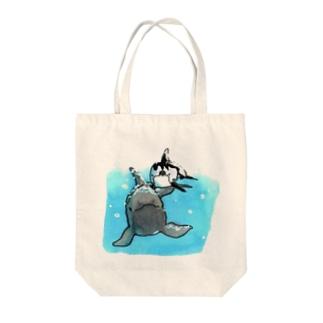 オキゴン&カマ Tote bags