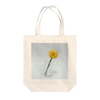刺繍で作った黄色いお花 Tote bags