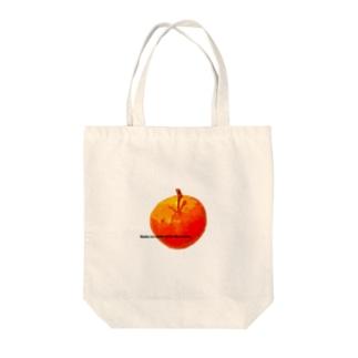 kuasの絵画調リンゴ Tote bags