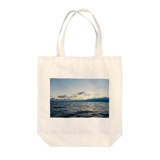 漁師の朝 Tote bags