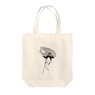 少し大きな猫と裸足の女の子 Tote bags