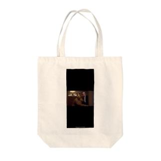 黒い犬男 Tote bags