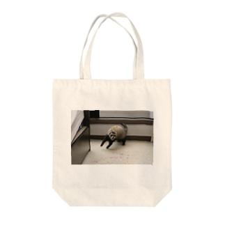 跳ねるフェレット Tote bags