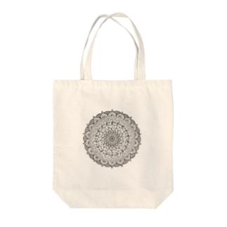 Mandala 内にひそむ遊び心 Tote bags