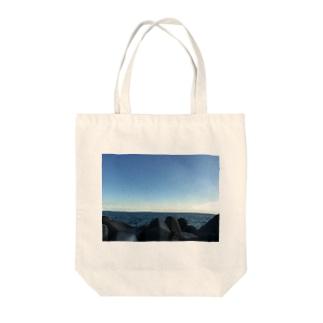 カイガン Tote bags