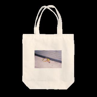Sheのすってんころりん Tote bags